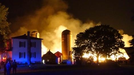 Fire killed more than 200 dairy cows at a farm in St-Denis-sur-Richelieu.  Photo: Simon-Marc Charron/Radio-Canada